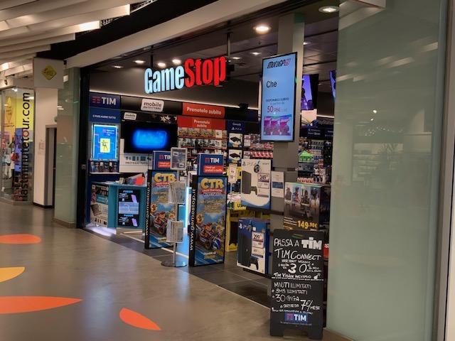 GameStop: Q3 a -25.7%