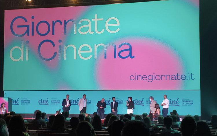 Si parte con Ciné